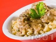 Рецепта Паста с кюфтенца и бял ароматен маслен сос